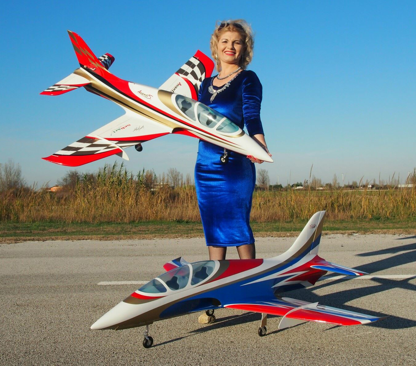 Click image for larger version  Name:SebArt Mini Avanti S 90mm EDF or P20 Turbine Jet White_Red Style and White_Blue CROPPED.jpg Views:710 Size:968.1 KB ID:2095966