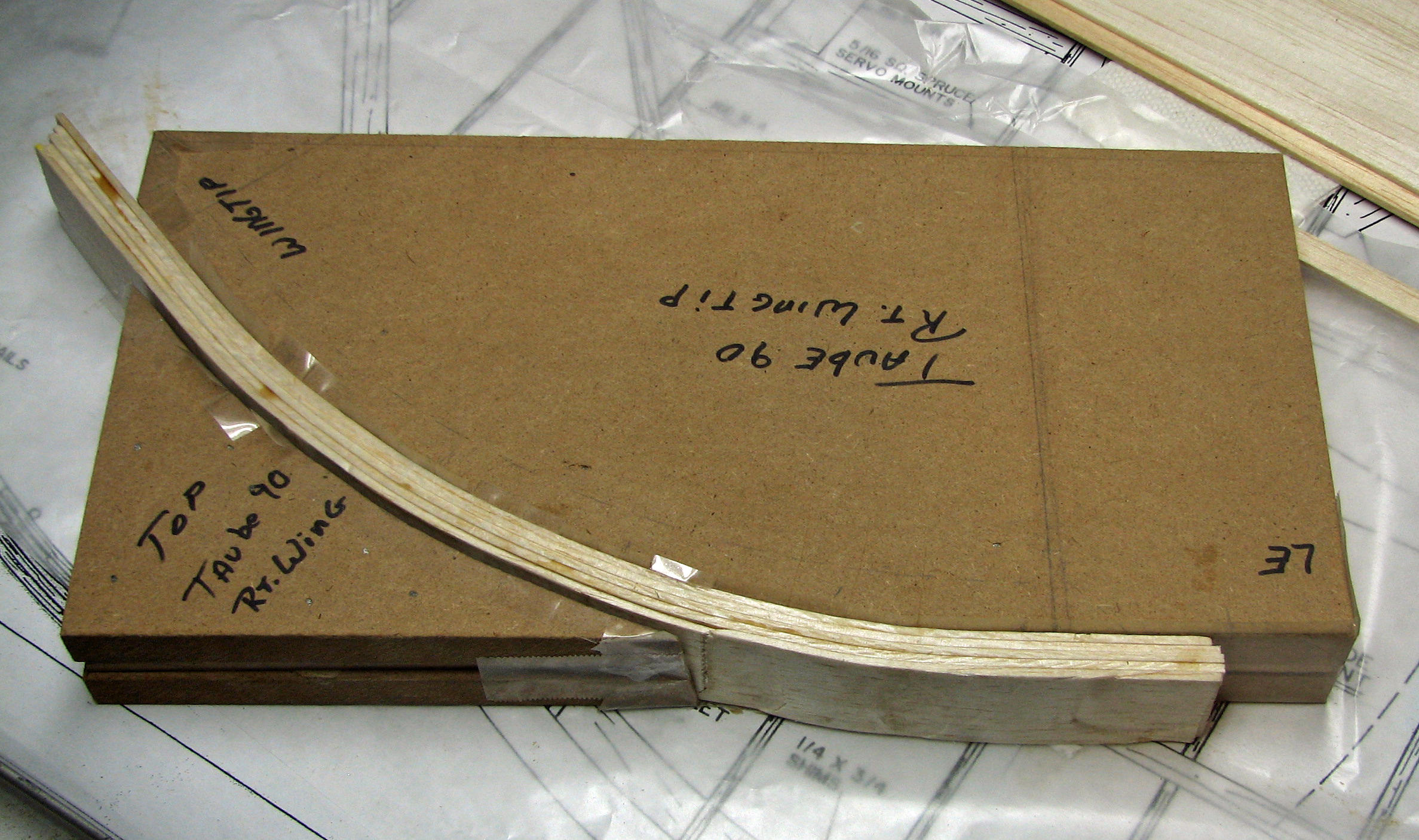 Click image for larger version  Name:Wingtip unclamped.jpg Views:714 Size:2.12 MB ID:2196112