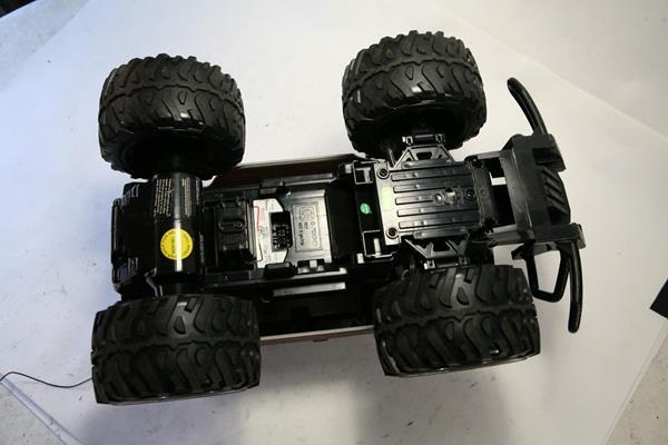 Click image for larger version  Name:Nikko Hummer H2 underside.jpg Views:35 Size:30.3 KB ID:2210812