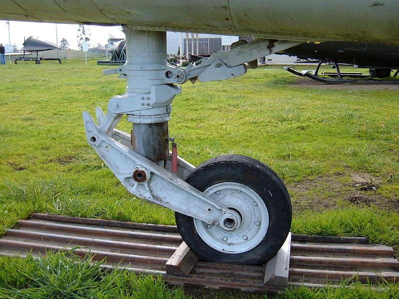 Click image for larger version  Name:800px-RF-8G_Crusader_forward_landing_gear.JPG Views:48 Size:147.5 KB ID:2216870