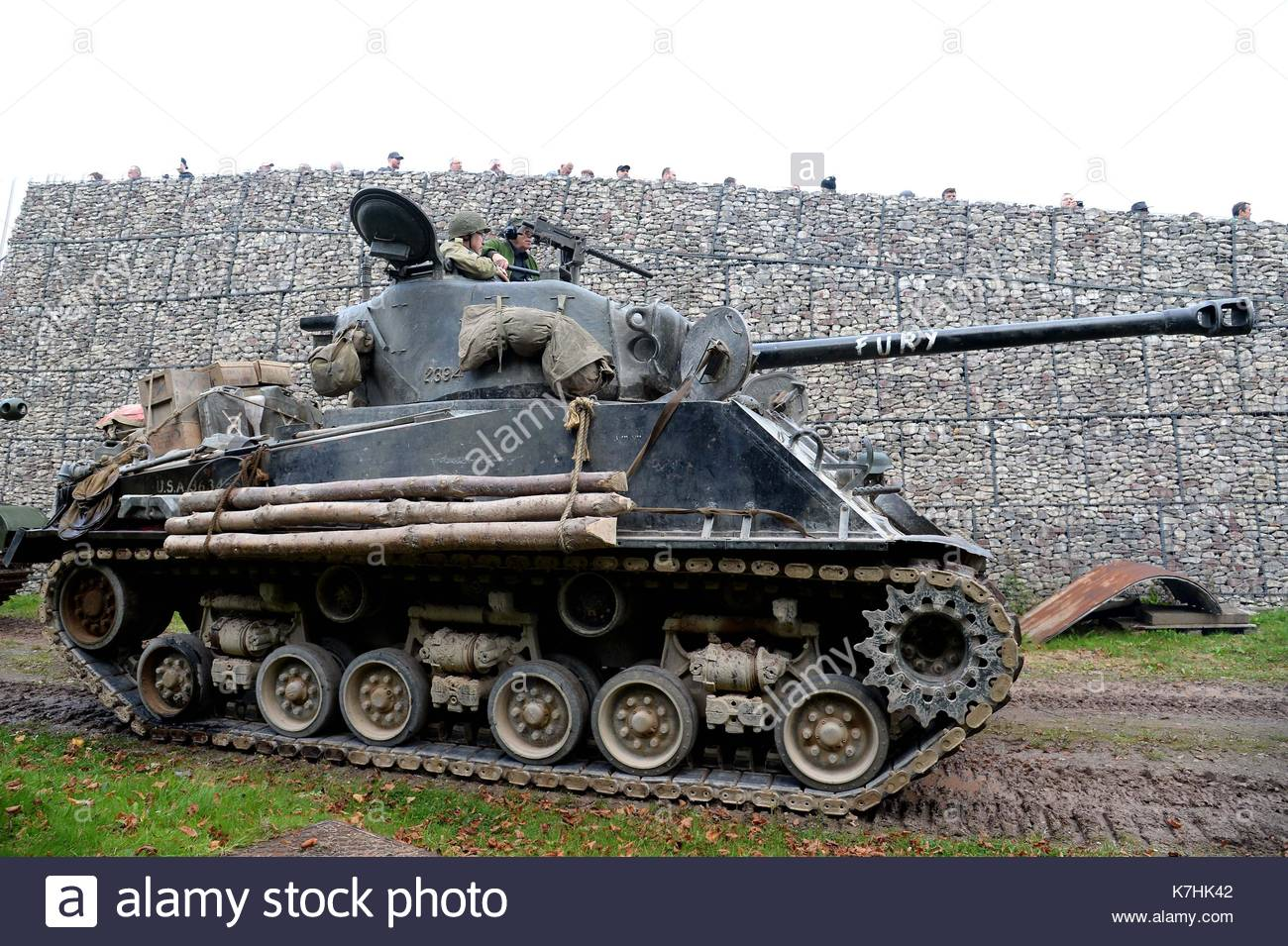 Click image for larger version  Name:demonstration-at-bovington-tank-museum-of-the-m4-sherman-from-the-K7HK42.jpg Views:47 Size:252.6 KB ID:2254705